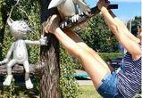В Воронеже девушка устроила варварскую фотосессию на памятнике