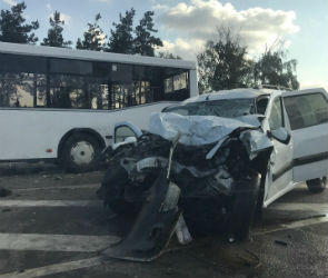 В Воронеже произошло ДТП с участием автобуса и двух авто - есть пострадавшие