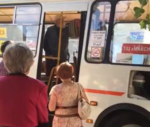 В Воронеже маршрутчик устроил драку со стариком из-за неоплаты проезда (ВИДЕО)