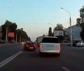 «Мажорные игры» водителя «Рендж Ровера» сняли на видео в Воронеже