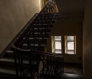 В Воронеже наркоман столкнул жену с лестницы: женщина умерла в больнице