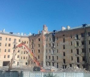 В Воронеже начали сносить знаменитый «дом-призрак»