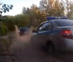 На видео попало спасение машины ДПС на берегу водохранилища в Воронеже