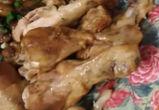 Воронежцы обнаружили живых червей в приготовленной ими курице - видео