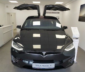 В Воронеже состоялось открытие автосалона Tesla