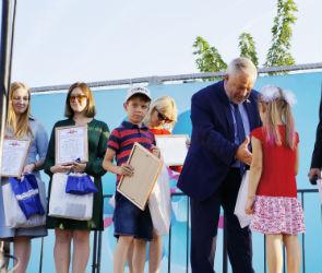 Александр Жуков наградил воронежцев на юбилее Коминтерновского района