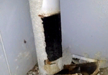 В жилом доме в Воронеже произошел взрыв в мусоропроводе, выбив стекла (фото)