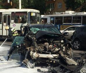 Очевидцы сообщают о страшной аварии на Ленинском проспекте