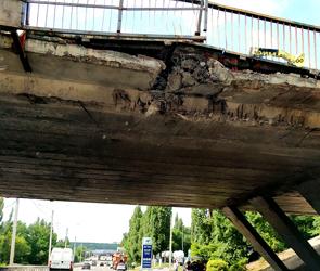 В Воронеже на Крестах виадук, разбитый фурой и экскаваторами, закроют на месяц
