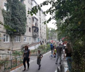 Пожар на бульваре Пионеров в Воронеже сняли на видео