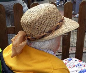 В Воронеже ищут женщину в шляпе, «снимающую порчу» с доверчивых горожанок