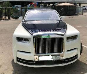 Роскошный Rolls-Royce за 50 млн сфотографировали на парковке в Воронеже