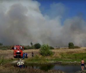 Крупный пожар в воронежском микрорайоне Боровое попал на видео