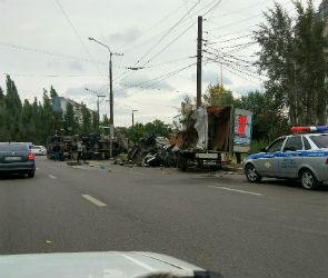 В Воронеже бетономешалка раздавила на дороге ГАЗель (ФОТО)
