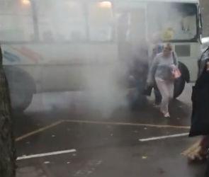 В Воронеже загорелся автобус с пассажирами (ВИДЕО)