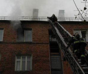 Пожар на улице Ленинградской потушили спустя почти три часа
