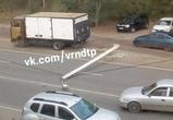 Появились фото и видео ДТП с учебной фурой, снесшей столб на Обручева в Воронеже