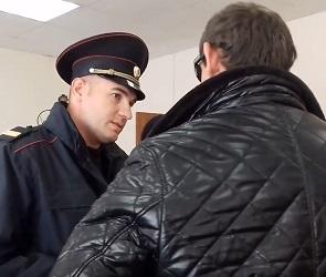 Водителя, погубившего двух подростков на мопеде, взяли под стражу в суде - видео