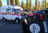 В Воронеже внедорожник перевернулся, столкнувшись со «скорой» с пациентом