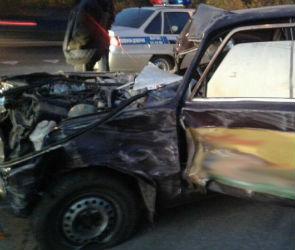 В Воронежской области комбайн раздавил ВАЗ: два человека ранены (ФОТО)
