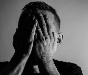 Воронежец сломал другу шею и вызвал к нему «скорую»
