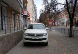 В Сети обсуждают фото автохама, припарковавшегося на тротуаре в центре Воронежа
