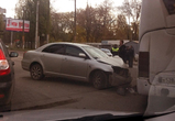 В Воронеже на Хользунова столкнулись автобус и иномарка, ранен водитель (фото)