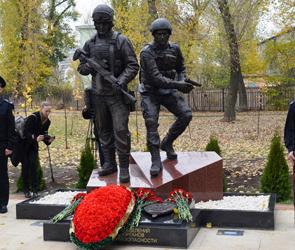 В Воронеже в парке Патриотов появился памятник погибшим спецназовцам (фото)