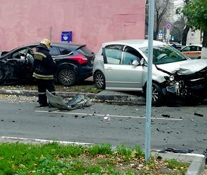 В Воронеже в ДТП с «Фордом» и «Фольксвагеном» ранена автомобилистка (фото)