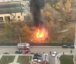 На видео попал серьезный пожар, устроенный подростками в воронежском ЖК