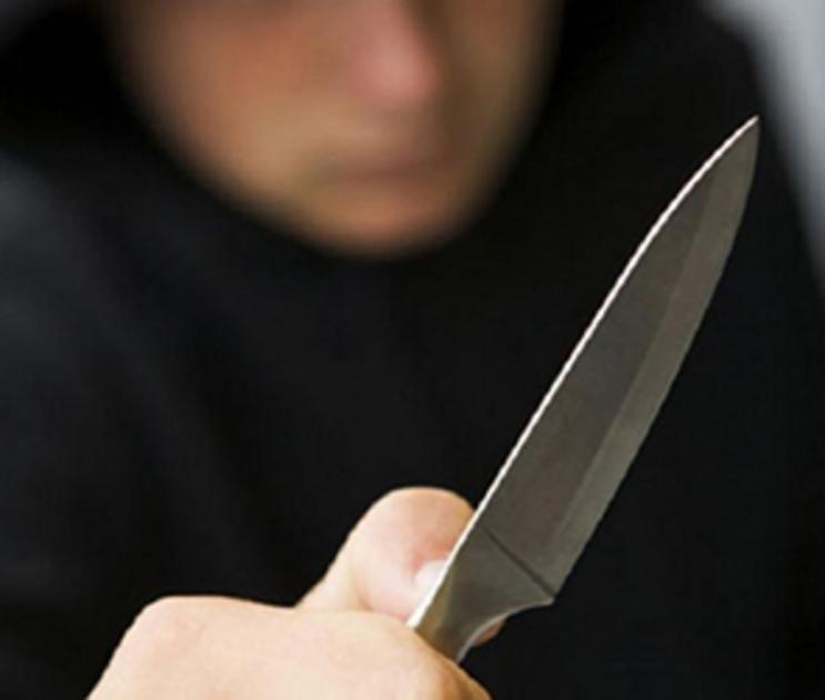В Воронеже неизвестный напал с ножом на женщину в подъезде