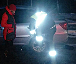 Воронежские автоинспекторы помогли автомобилистке со сломанной машиной: фото