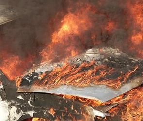 В Воронеже ночью загорелся автомобиль