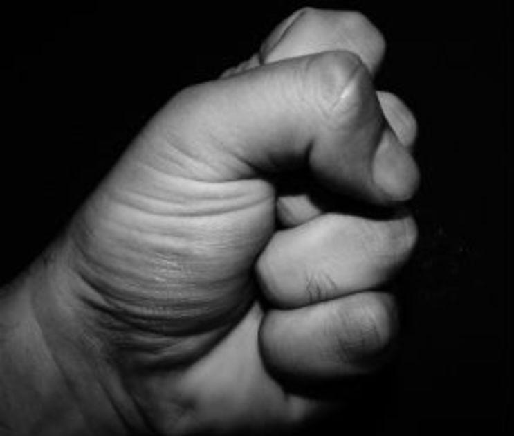 Воронежец жестоко избил судебного пристава из-за долгов любимой женщины