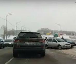 В массовой аварии под Воронежем пострадала женщина