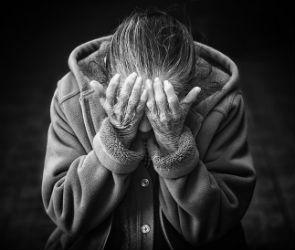 В Воронеже мошенница украла у старушки 250 тысяч, прикинувшись ее родственницей