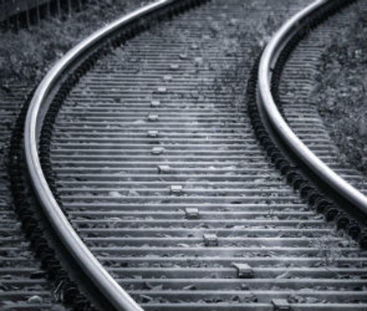 На железной дороге в Воронежской области нашли тело мужчины