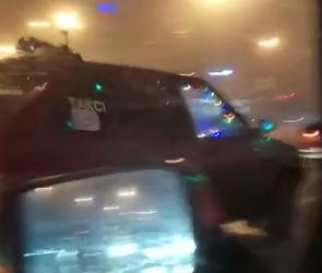 В Воронеже на видео попало такси с новогодним настроением