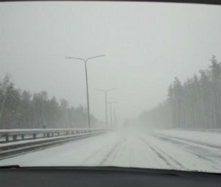 Воронежские автоинспекторы помогли водителю грузовика, попавшего в кювет