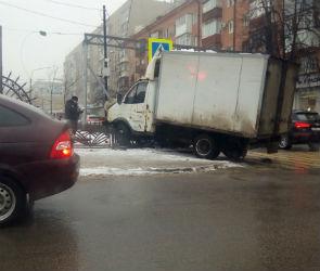 Из-за ДТП на улице Кольцовской не работает светофор