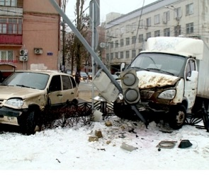 В Воронеже разыскивают очевидцев ДТП на улице Кольцовской