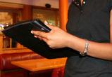 Официантка воронежского кафе сняла с карты клиента 100 000 рублей