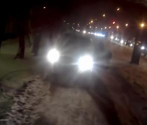 Воронежского автохама оштрафовали за езду по тротуару