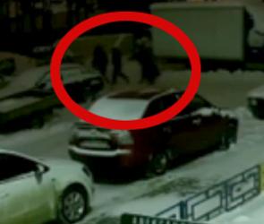 В Воронеже ищут воров, вскрывающих машины на улице 9 Января (видео)