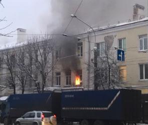 Пожар в центре Воронежа тушили пять расчетов спасателей