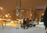 Воронежский автомобилист попытался спуститься по лестнице у ТЦ и застрял