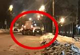Появилось видео, как в Воронеже трактор-снегоуборщик таранит машину на обочине