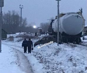 В Воронеже товарный поезд протаранил «Ладу Гранта»
