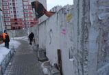 Опасный забор починили после жалобы воронежца в социальной сети