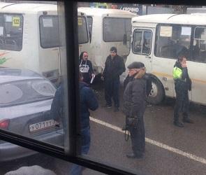 В Воронеже в ДТП попали три ПАЗика и легковушка - фото
